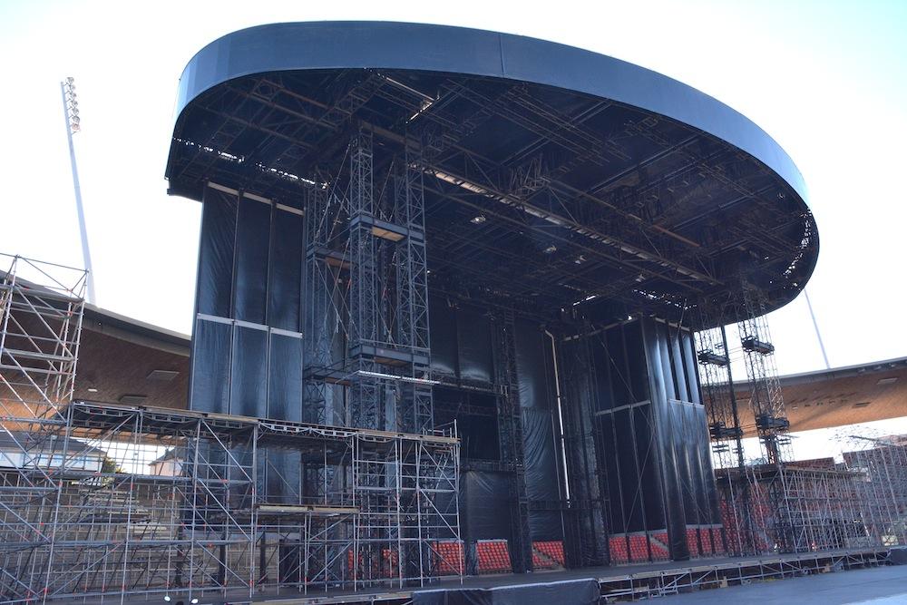 Die noch leere Bühnenkonstruktion.