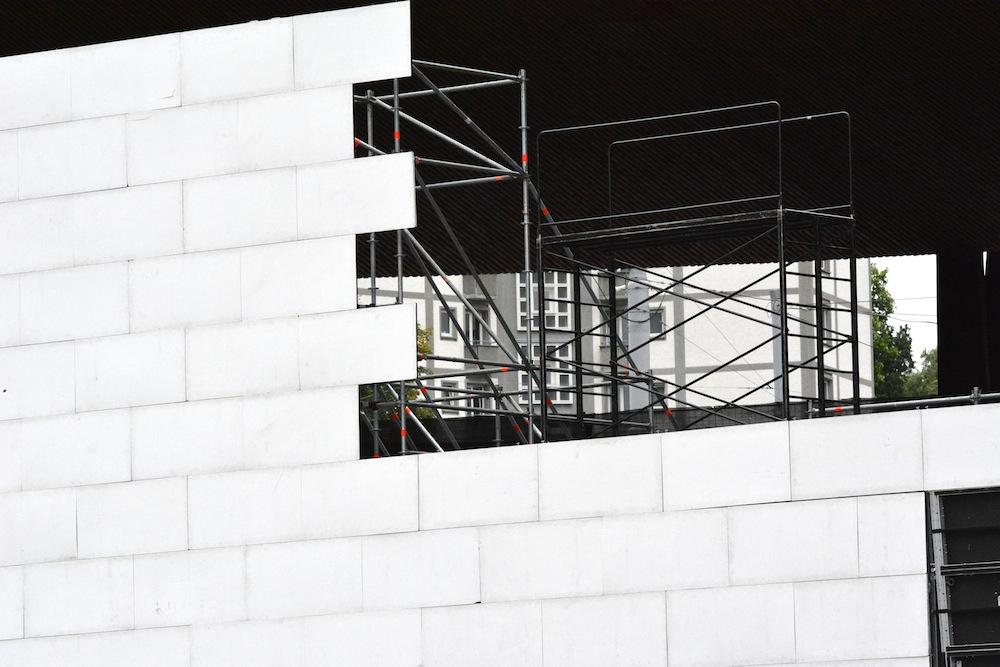 Kleiner Blick hinter die Konstruktion der Mauer.