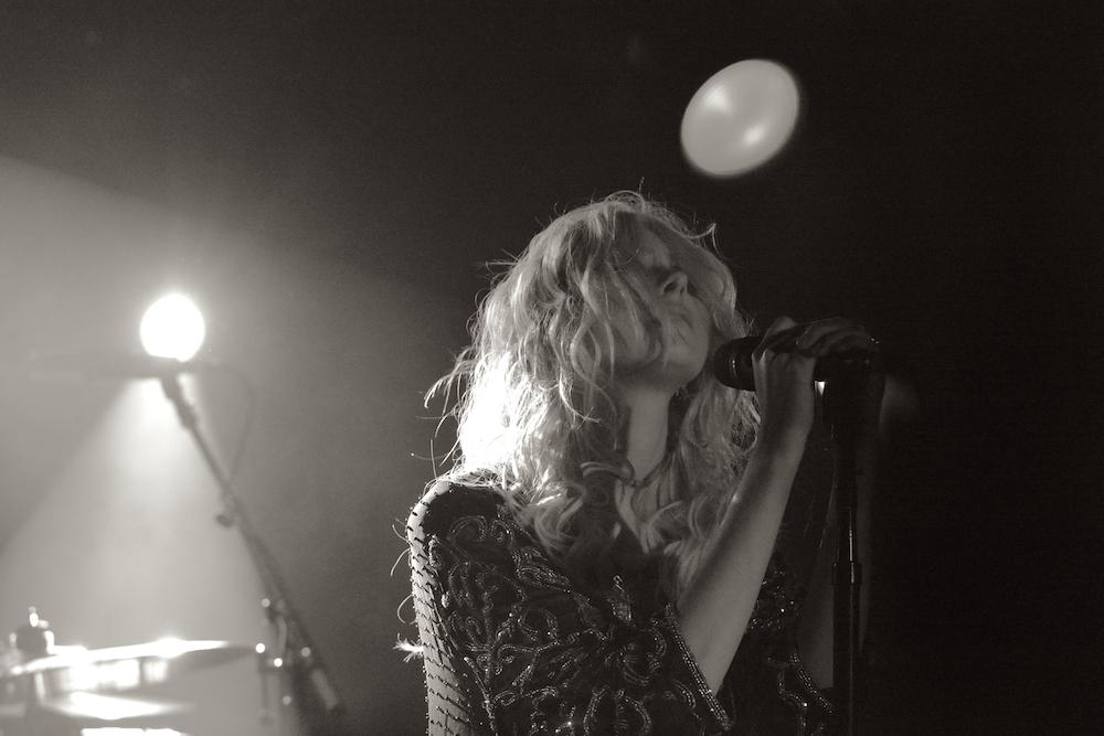Taylor geniesst es sichtlich, auf der Bühne zu stehen.
