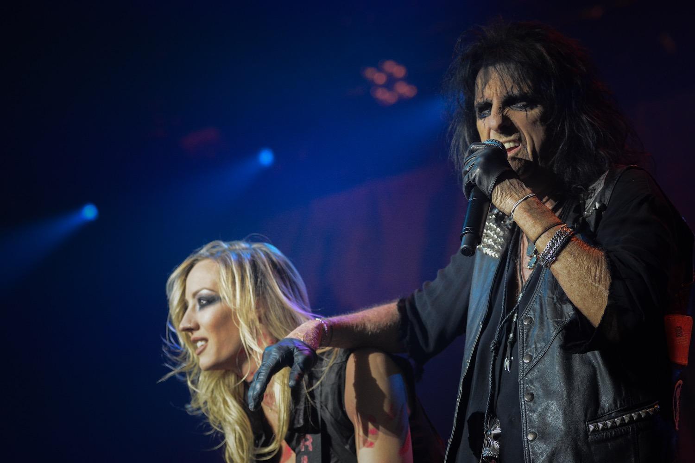 Alice Cooper und Gitarristin Nita Strauss.