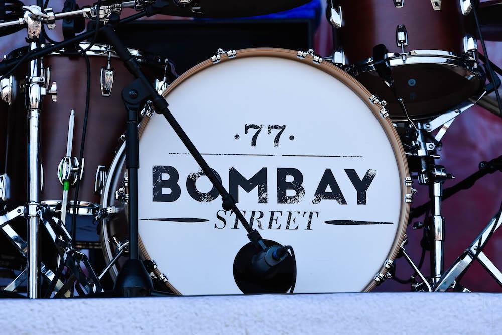 Alte Bekannte sorgen für einen Volksauflauf: 77 Bombay Street.
