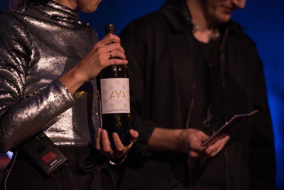 ... dann mit den AVA-Wein entkorkt ...
