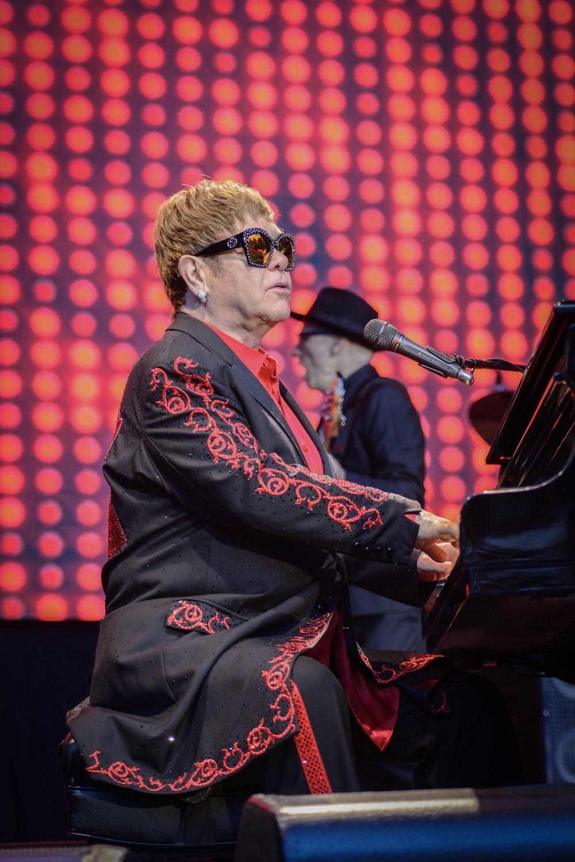 Elton John und das Klavier - Musikgeschichte.