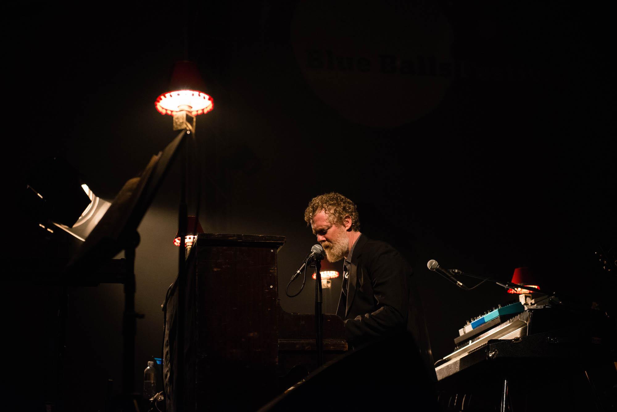 Im Konzertsaal hat Glen Hansard gespielt.