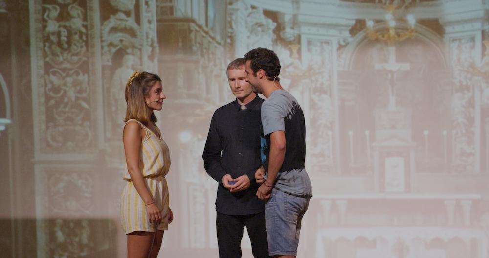Rome und Julia heiraten.