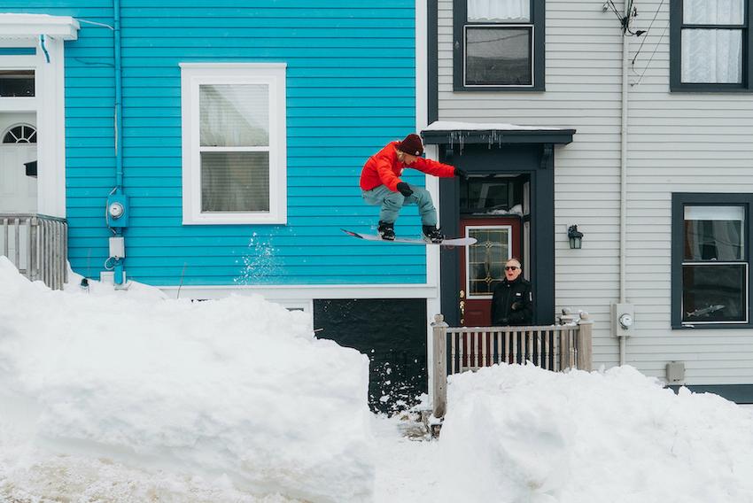 Maria Thomsen nutzt in Neufundland schon mal eine Veranda. (© Blotto)