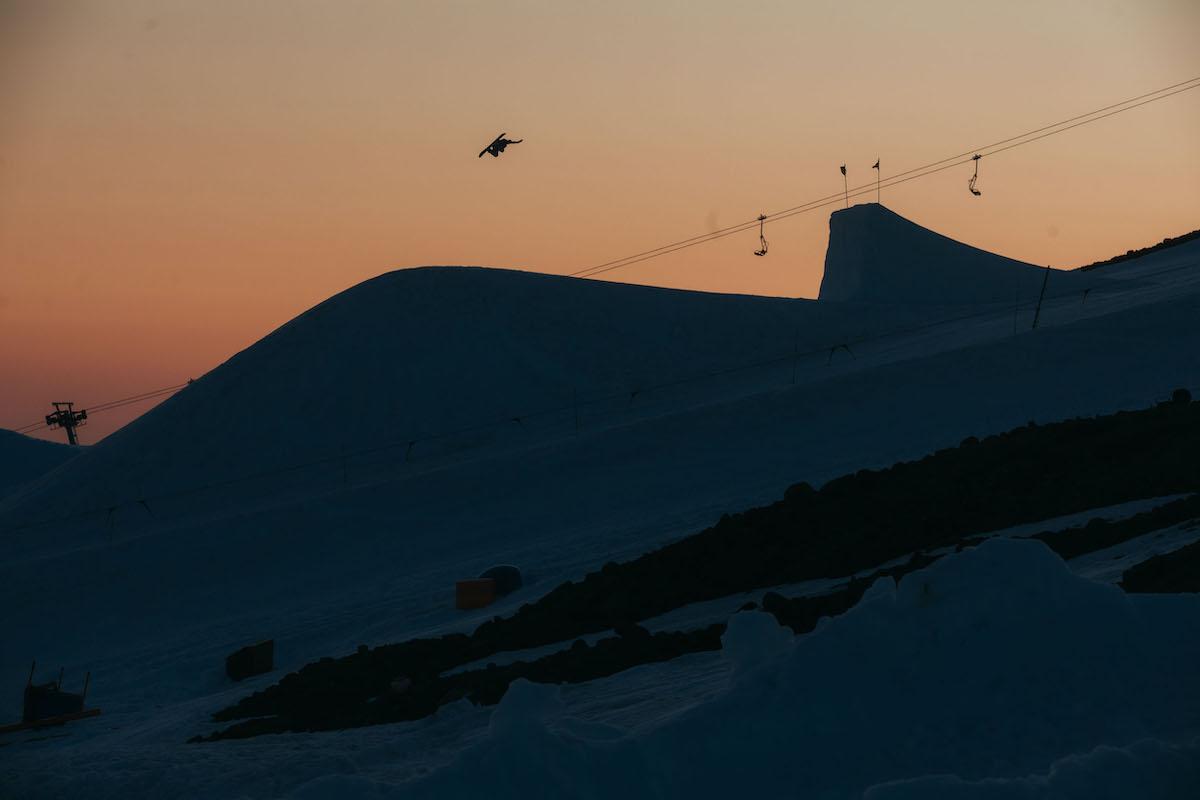 Nächtlicher Snowboardspass No.1 mit Mark Mc Morris. (© OR Blatt)