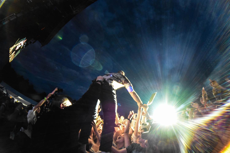 Dan Reynolds von Imagine Dragons sucht die Nähe zum Publikum.