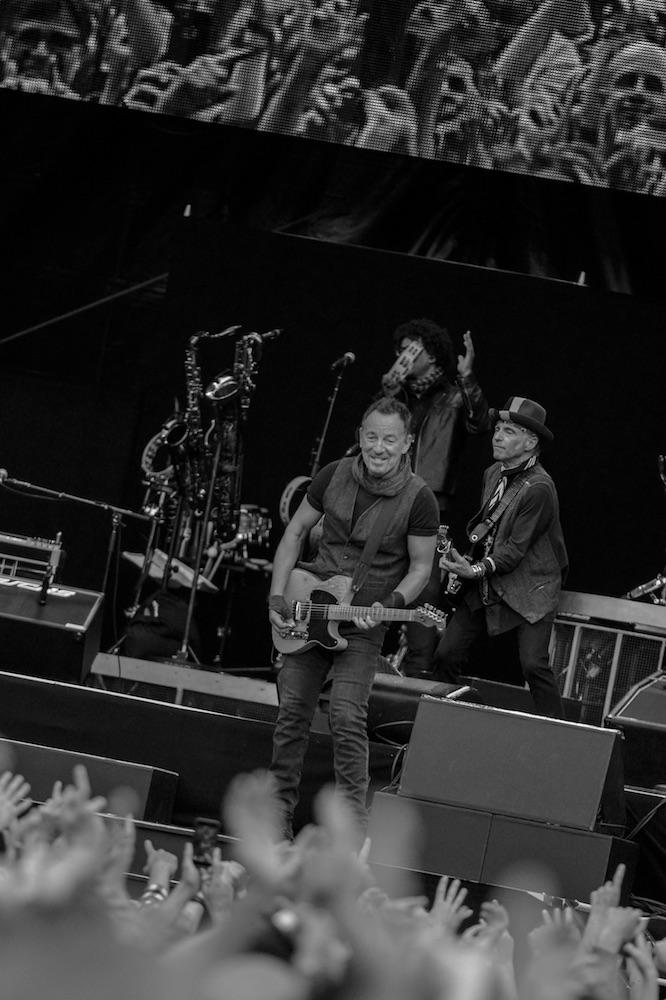 Springsteen wird im Letzigrund auf Händen getragen.