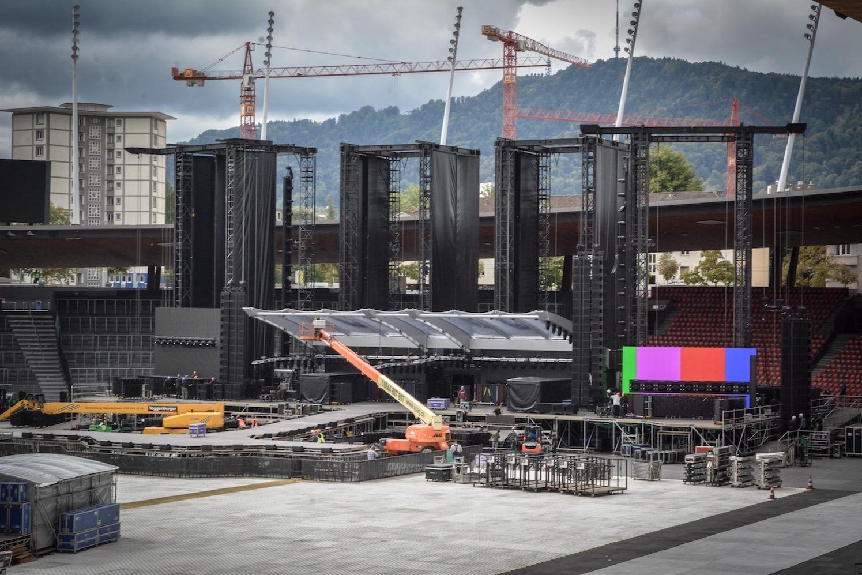Die rohe Bühne der «NoFilter»-Tour wird in wenigen Stunden bereit sein.