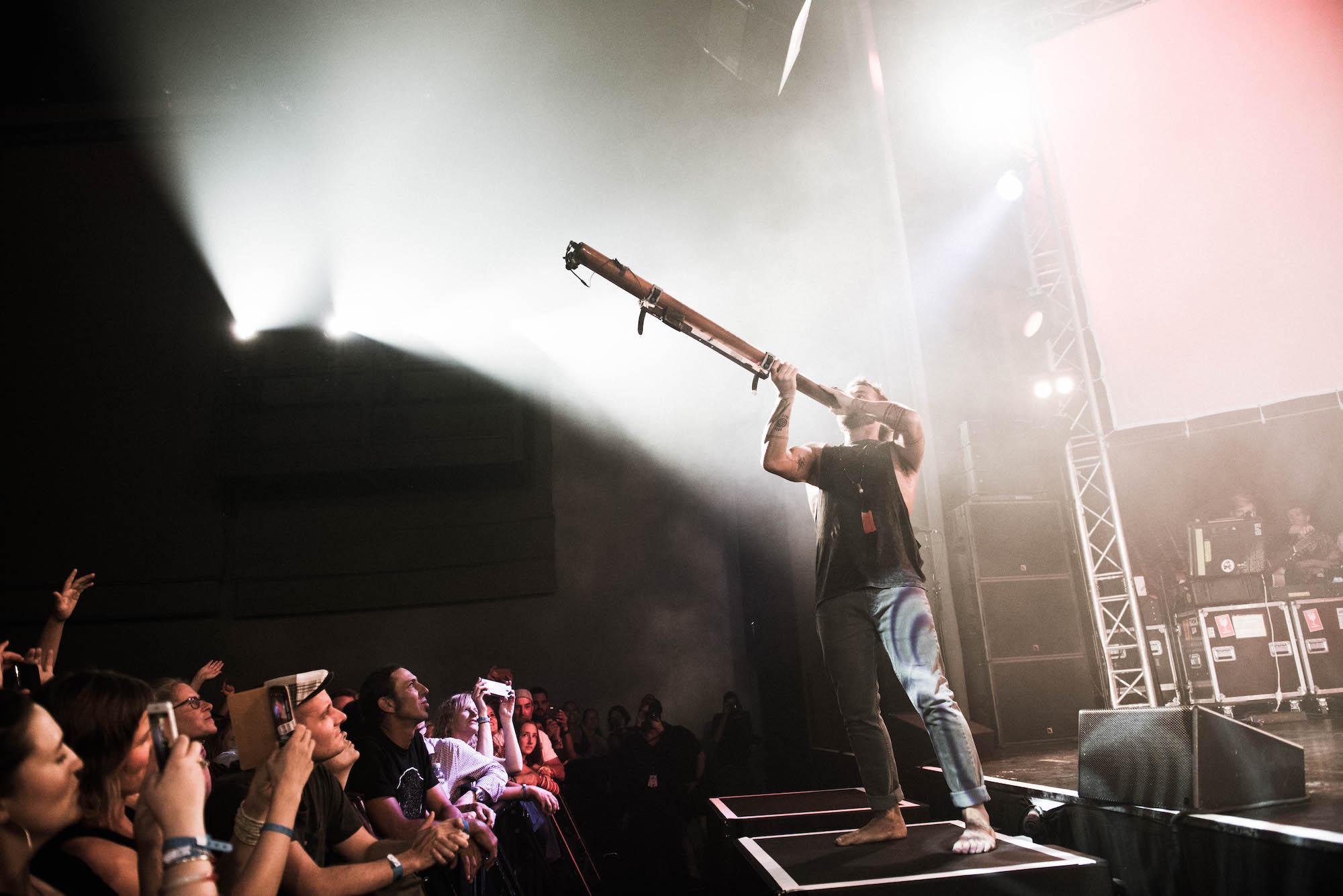 Das Didgeridoo gehört zu Xavier Rudd.