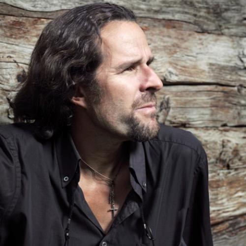 Besitzer und Erbauer des «Backstage» ist der in der ganzen Schweiz bekannte Walliser Künstler Heinz Julen. - medium_heinne