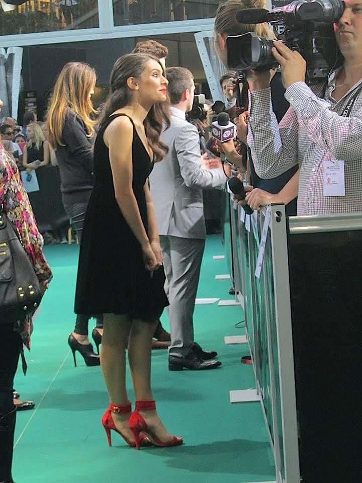 Gefragt ist auch Mit-Darstellerin Claudia Traisac.