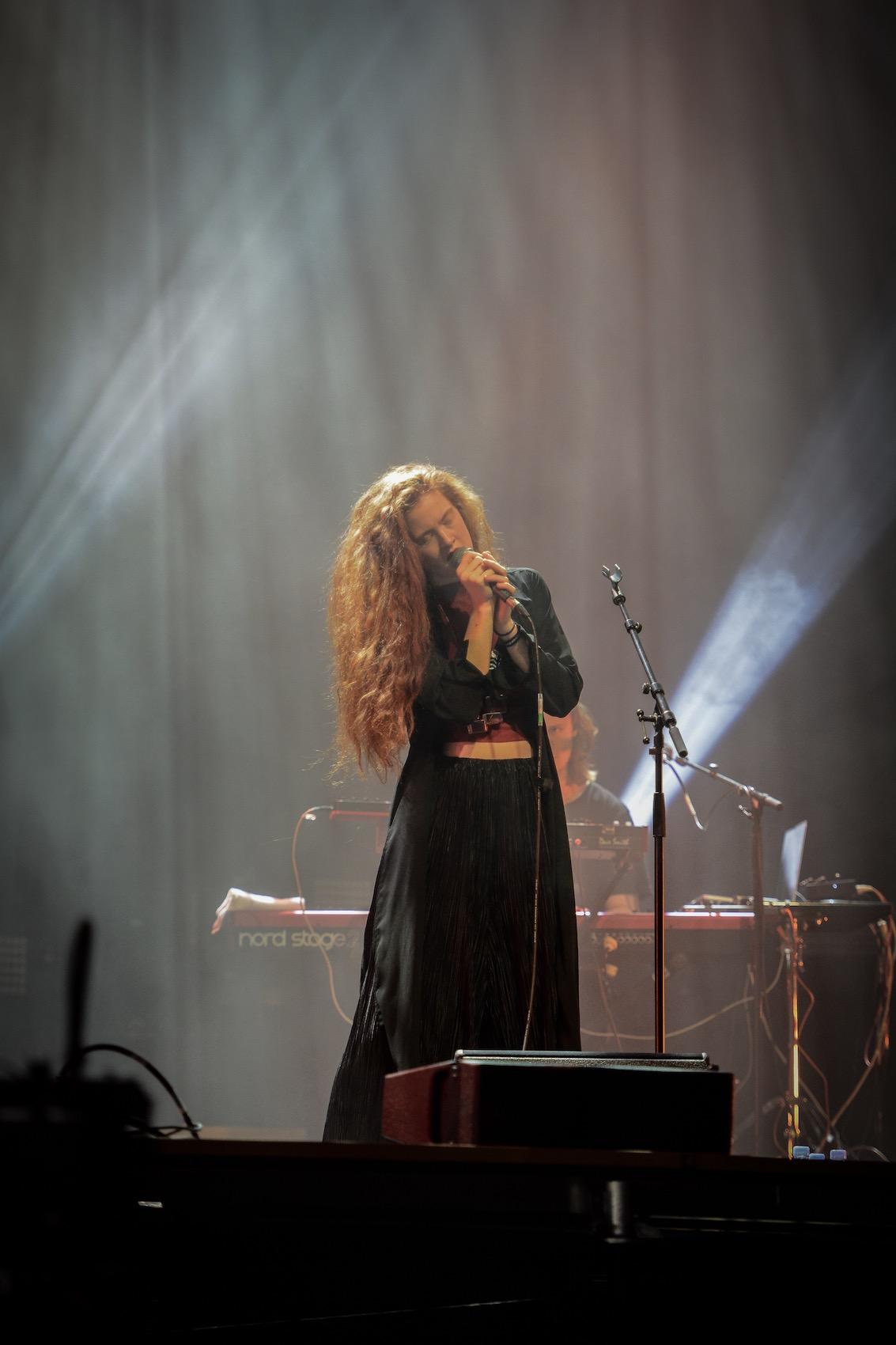 Die Künstlerin hat beim Eurovision Songcontest für Norwegen teilgenommen und ist achte geworden.