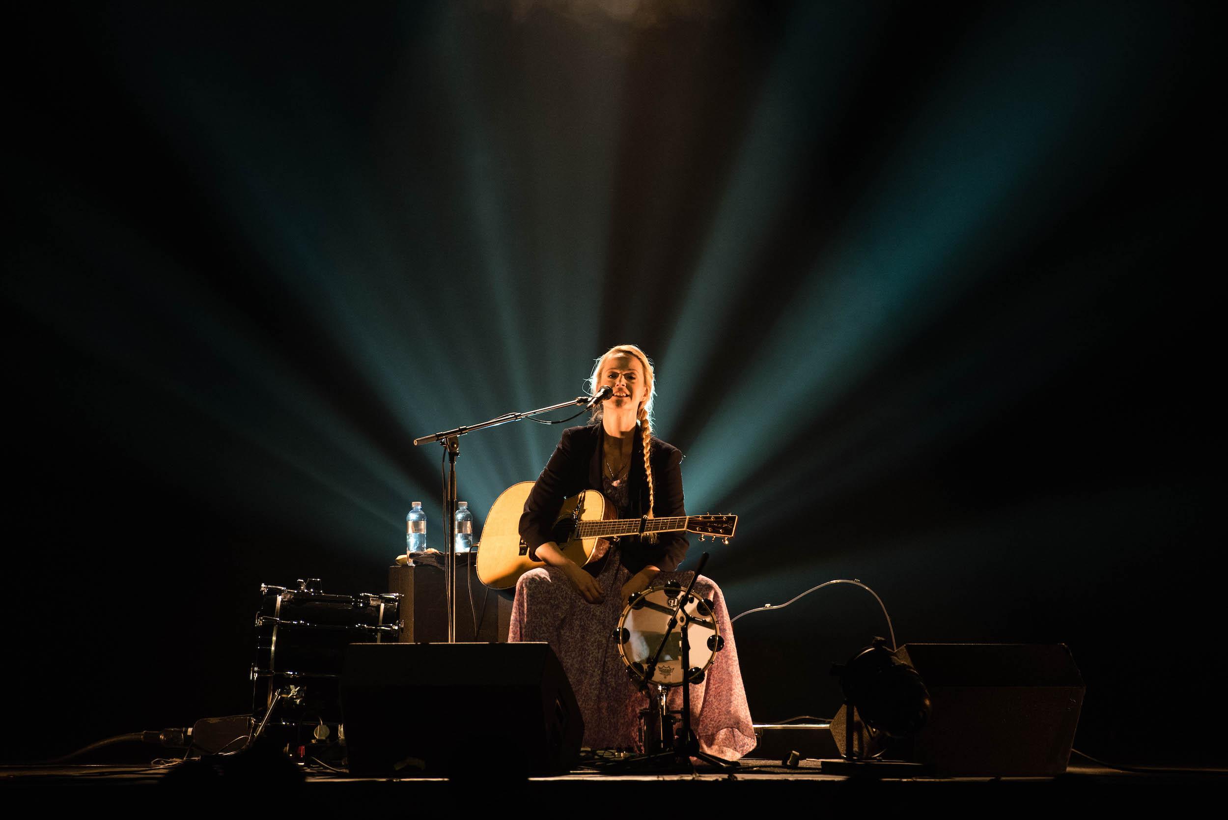 Kein Weihnachtsengel, sondern die dänische Songwriterin Tina Dico.