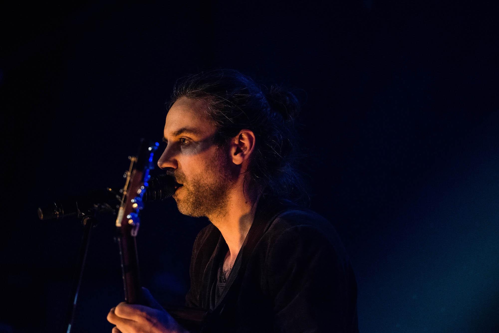 Ostertag ist ebenfalls Teil von Philipp Poisels Band.