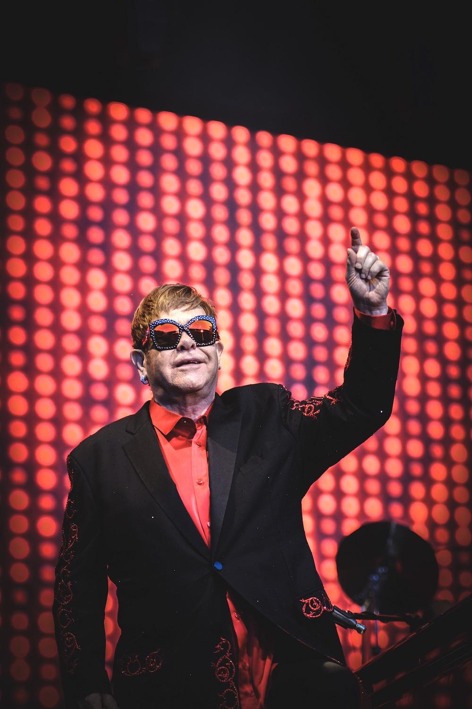 Nach vielen Songs bedankt sich der Weltstar beim Publikum.