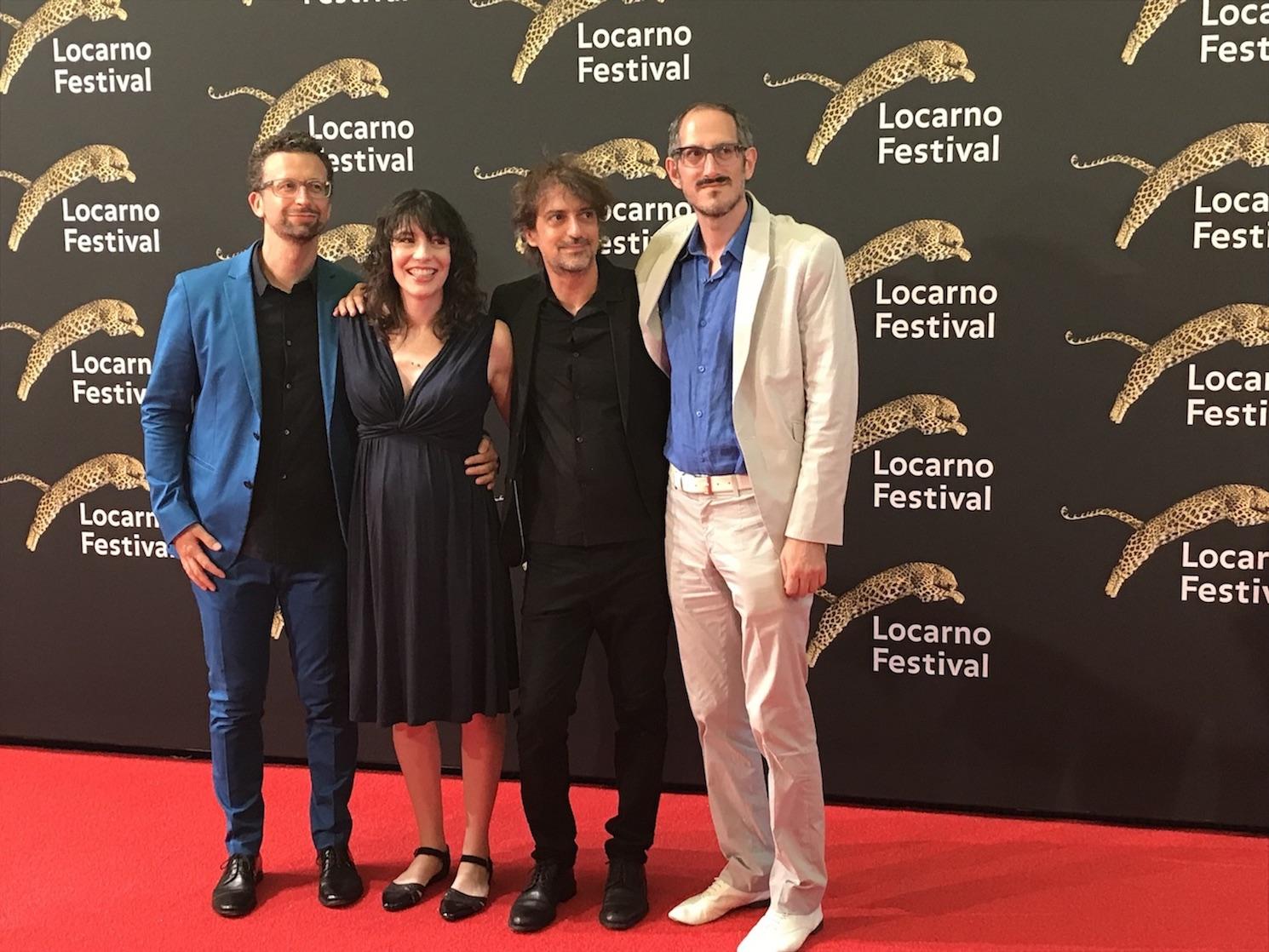 Vier Menschen, die das Filmprogramm zusammenstellen.
