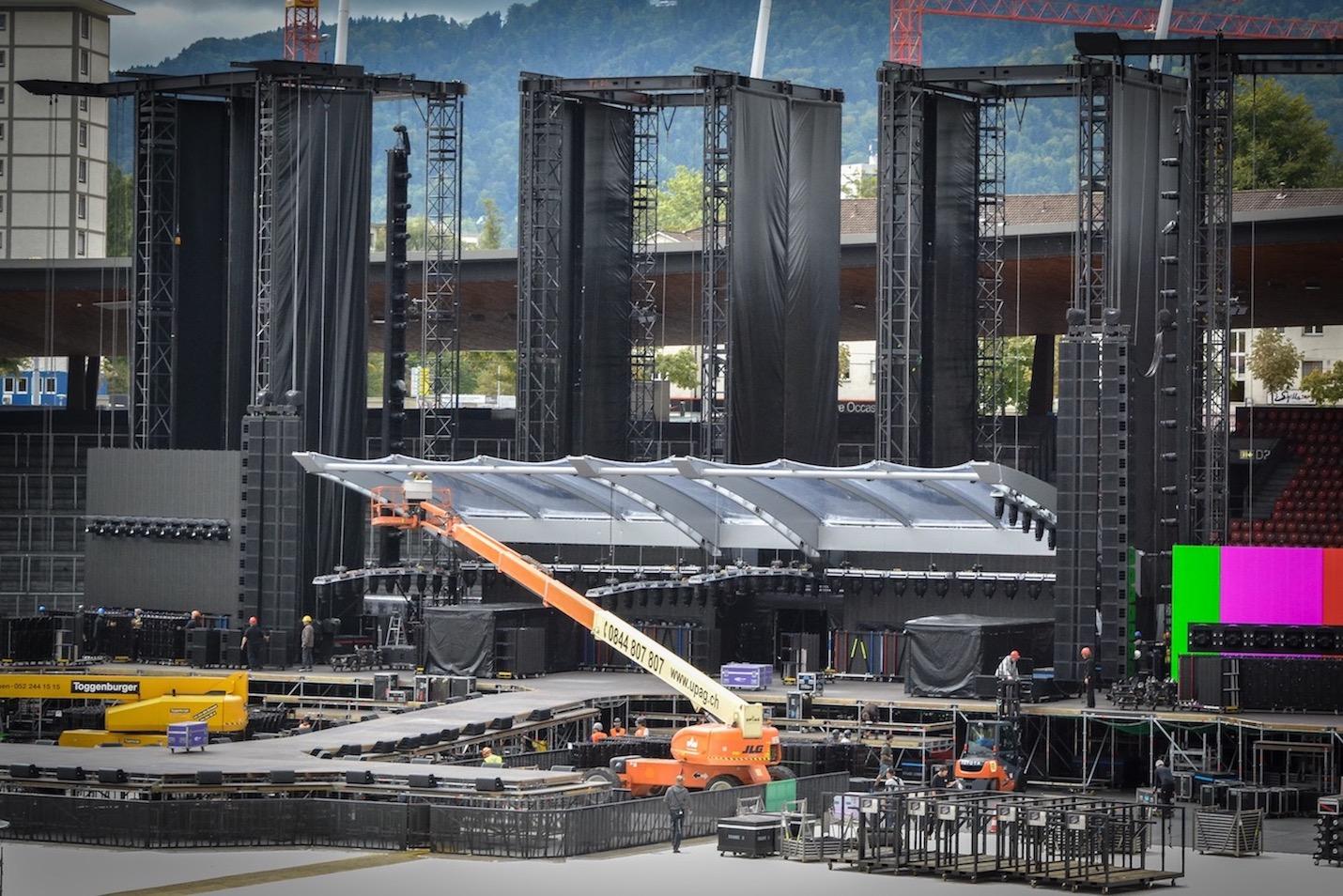 Noch wird an der Bühne gearbeitet.