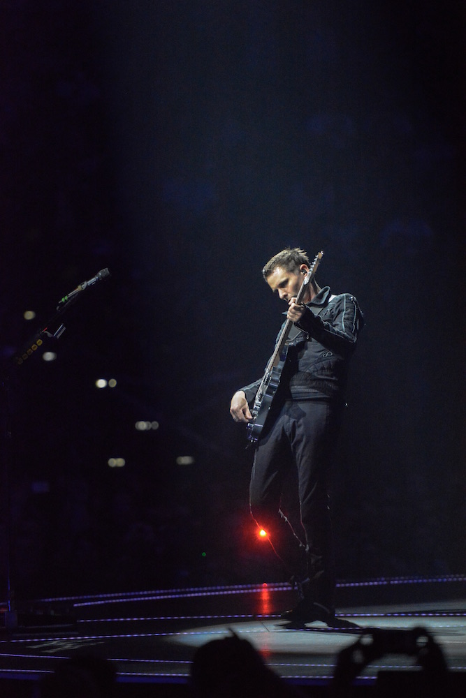 Matthew Bellamy rotzt manches Riff.